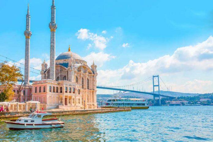 مسجد اورتاکوی و پل بغاز در استانبول