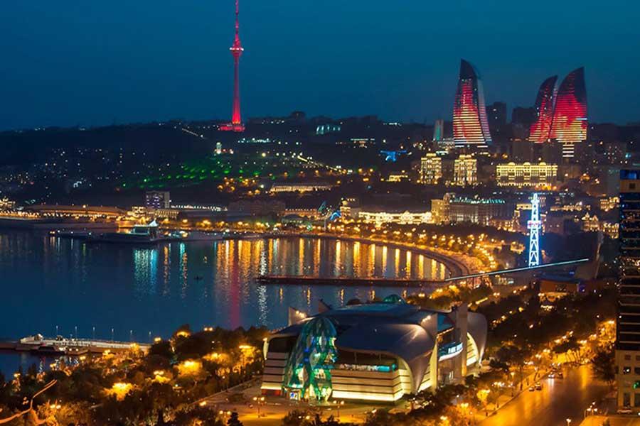 بلوار ساحلی در باکو